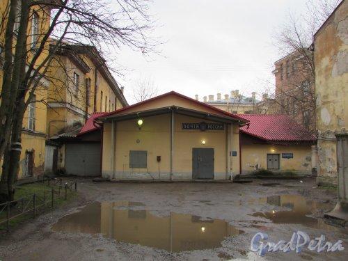 Расстанная улица, дом 20, литера А. Одноэтажный дворовый флигель со стороны Тамбовской улицы. Фото 17 февраля 2020 г.