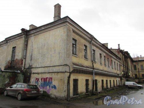 Расстанная улица, дом 20, литера А. Торец южного крыла  здания (со стороны Днепропетровской улицы). Фото 17 февраля 2020 г.