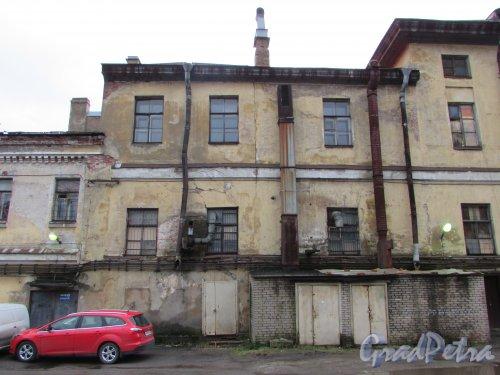 Расстанная улица, дом 20, литера А. Южное крыло здания (со стороны Днепропетровской улицы). Фрагмент Центральной части фасада со стороны двора. Фото 17 февраля 2020 г.