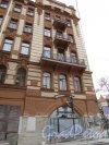 улица Чапыгина, дом 1 / Каменноостровский пр., дом 59. Ремонт фасада со стороны улицы Чапыгина. Фото 2 ноября 2019 года.