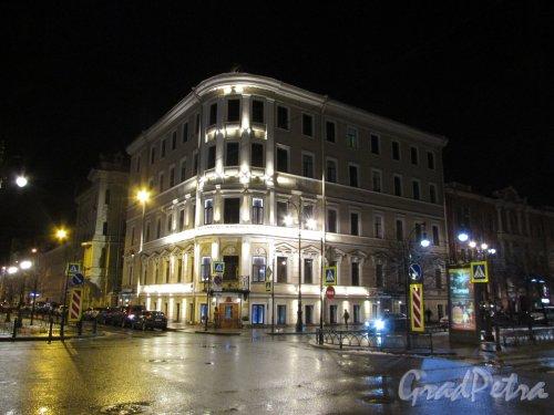 Фурштатская улица, дом 36а, литера А. Общий вид здания «Родильного дома №2» в ночном оформление. Фото 3 марта 2020 г.