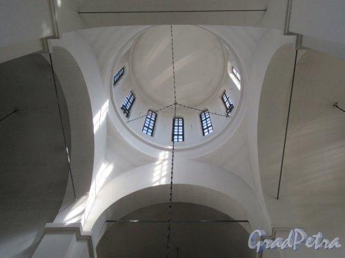 ул. Коллонтай, д. 17, к. 1. Церковь Рождества Христова. Вид купола из средокрестия. фото май 2018 г.
