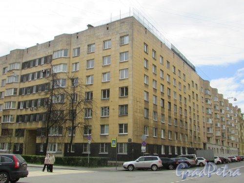 Одесская улица, дом 2 / Тверская улица, дом 17. Угловая часть жилого дома со стороны Тверской улицы. Фото 7 мая 2020 г.