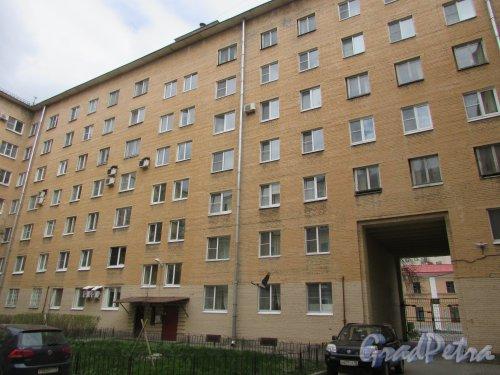 Одесская улица, дом 2, литера А. Фасад со стороны двора. Фото 7 мая 2020 г.
