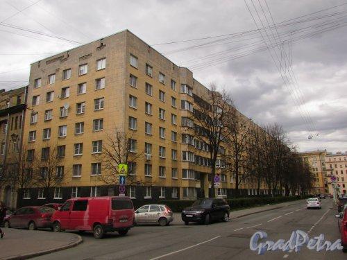 Одесская улица, дом 2. Фасад жилого дома со стороны Одесской улицы. Фото 7 мая 2020 г.