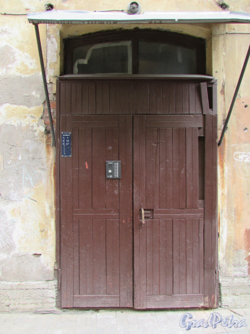 Очаковская улица, дом 9. Вход на лестницу №1 (квартиры 4, 5, 9, 6, 7). Фото 7 мая 2020 г.