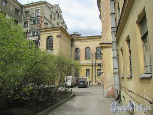 Очаковская улица, дом 9. Двор здания. Фото 7 мая 2020 г.