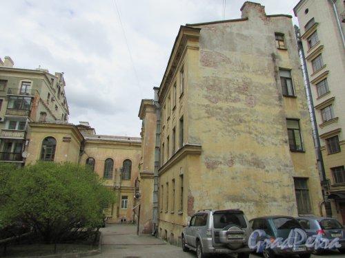 Очаковская улица, дом 9. Общий вид участка со стороны двора. Фото 7 мая 2020 г.