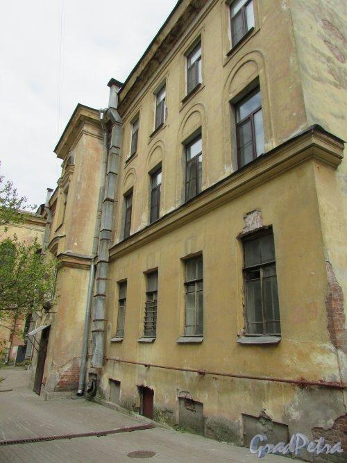 Очаковская улица, дом 9. Фасад дворового флигеля. Фото 7 мая 2020 г.