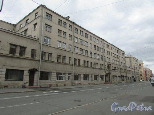 Полтавская улица, дом 1. Общий вид фасада вдоль Полтавской улицы. Фото 7 мая 2020 г.