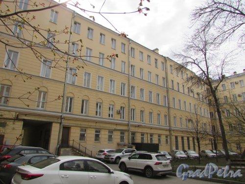 Тверская улица, дом 15, литера А. Корпус, параллельный Тверской улице во дворе жилого дома. Фото 7 мая 2020 г.