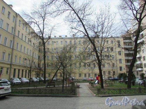 Тверская улица, дом 15, литера А. Корпус, примыкающий к лицевому корпусу в первом дворе. Фото 7 мая 2020 г.