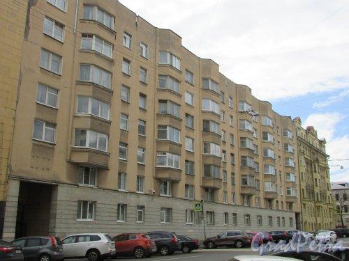 Тверская улица, дом 15, литера Б. Лицевой фасад жилого дома. Фото 7 мая 2020 г.