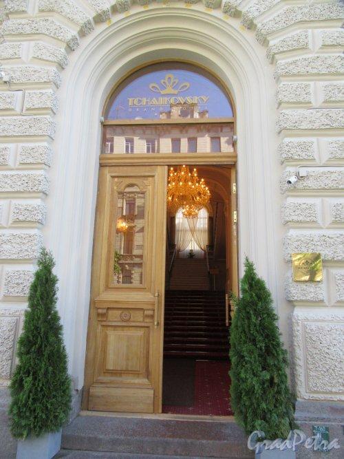 Ул. Чайковского, д. 55. Гранд Отель «Чайковский». Портал входа. фото июнь 2018 г.