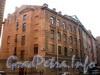Ул. Чапаева, д. 10 (левая часть). Бывший доходный дом. Общий вид правого корпуса. Фото апрель 2010 г.