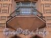 Фурштатская ул., д. 11. Доходный дом 3.М. и А.А. Зайцевых. Решетка центрального балкона. Фото май 2010 г.