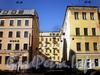 Дома 4 (правый корпус) и 6 по Артиллерийской улице и дом 3 по улице Рылеева. Вид с Артиллерийской улицы. Фото апрель 2010 г.