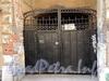 Галерная ул., д. 35. Решетка ворот. Фото июнь 2010 г.