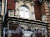 Галерная ул., д. 44. Поврежденный правый балкон. Фото июнь 2010 г.