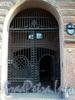 Захарьевская ул., д. 13. Решетка ворот. Фото июль 2010 г.