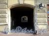 Захарьевская ул., д. 15. Арка во внутренний двор. Фото июль 2010 г.