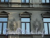 Захарьевская ул., д. 19. Плоские барельефы на фасаде здания. Фото июль 2010 г.