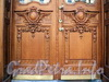 Захарьевская ул., д. 31. Особняк Нейдгартов. Оформление двери парадного входа. Фото июль 2010 г.