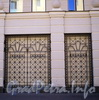 Захарьевская ул., д. 33. Декоративные решетки. Фото июль 2010 г.