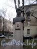 Памятник Ф.А. Смолячкову на углу Бол. Сампсониевского проспекта и улицы Смолячкова. Фото декабрь 2009 г.