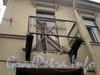 Кирочная ул., д. 14. Аварийный балкон. Фото март 2010 г.