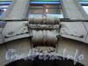 Кирочная ул., д. 19. Элемент художественного оформления фасада здания. Фото апрель 2010 г.