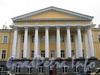 Кирочная ул., д. 35, лит. А. Здание госпиталя лейб-гвардии Преображенского полка. Портик. Фото сентябрь 2010 г.