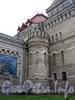 Кирочная ул., д. 43. Здание музея А.В. Суворова. Переход от центральной части здания к его крыльям оформлен круглыми башнями с узкими окнами. Фото сентябрь 2010 г.