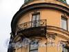 Кирочная ул., д. 45 / Таврическая ул., д. 13. Доходный дом А.И. Шульгина. Решетка углового балкона. Фото сентябрь 2010 г.