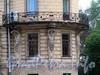 Кирочная ул., д. 45 / Таврическая ул., д. 13. Доходный дом А.И. Шульгина. Угловой балкон, поддерживаемый атлантами. Фото сентябрь 2010 г.