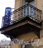 Ул. Радищева, д. 4 / Солдатский пер., д. 5. Решетка углового балкона. Фото июль 2010 г.