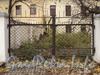 Ул. Смольного, д. 4. Ворота палисадника. Вид от Смольной набережной. Фото 23 октября 2010 г.