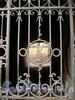 Верейская ул., д. 18. Монограмма на решетке ворот. Фото август 2010 г.