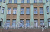 Рузовская ул., д. 19. Доходный дом Б.И. Гиршовича. Фрагмент фасада. Фото май 2010 г.