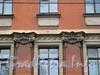 Петропавловская ул., д. 2. Капители пилястр. Фото октябрь 2010 г.