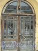 Тифлисская ул., д. 1. Старый Гостиный двор. Входная дверь. Фото январь 2011 г.