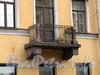Гагаринская ул., д. 10 / ул. Чайковского, д. 5. Балкон на фасаде по Гагаринской улице. Фото сентябрь 2010 г.