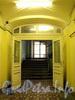 Ул. Ломоносова, д. 3 (левая часть). Выход на лестничную клетку из холла первого этажа. Фото январь 2011 г.