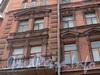 Ул. Достоевского, д. 29. Оформление фасада на уровне третьего и четвертого этажей. Фото февраль 2011 г.
