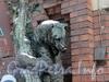 Ул. Достоевского, 44. Скульптуры медведей у главного входа завода К. Б. Зигеля. Фото январь 2011 г.