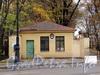 Ул. Смольного, д. 4. Флигель охраны со стороны улицы Смольного. Фото 23 октября 2010 г.