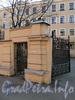 Ул. Писарева, д. 1. Фрагмент ограды. Фото апрель 2011 г.