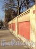 Ул. Писарева, д. 12. Ограда вдоль бывшего сада особняка. Фото апрель 2011 г.