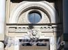 Ул. Писарева, д. 16. Скульптурная маска льва над парадным входом. Фото апрель 2011 г.