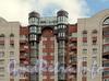 Ул. Ленсовета, д. 88. Фрагмент центральной части фасада здания. Фото июнь 2011 г.